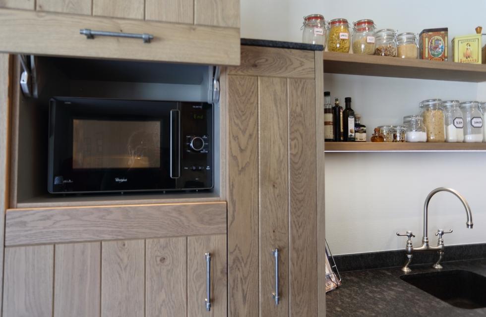 Kastjes Open Keuken : Tips voor het stylen van open keukenkastjes roomed